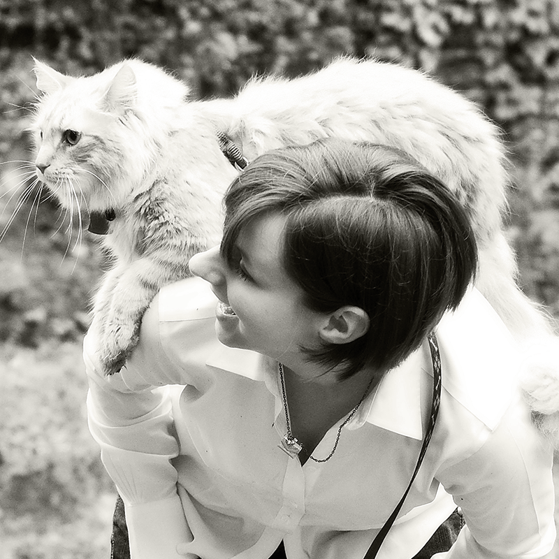 photo of Kristin with her cat Jake